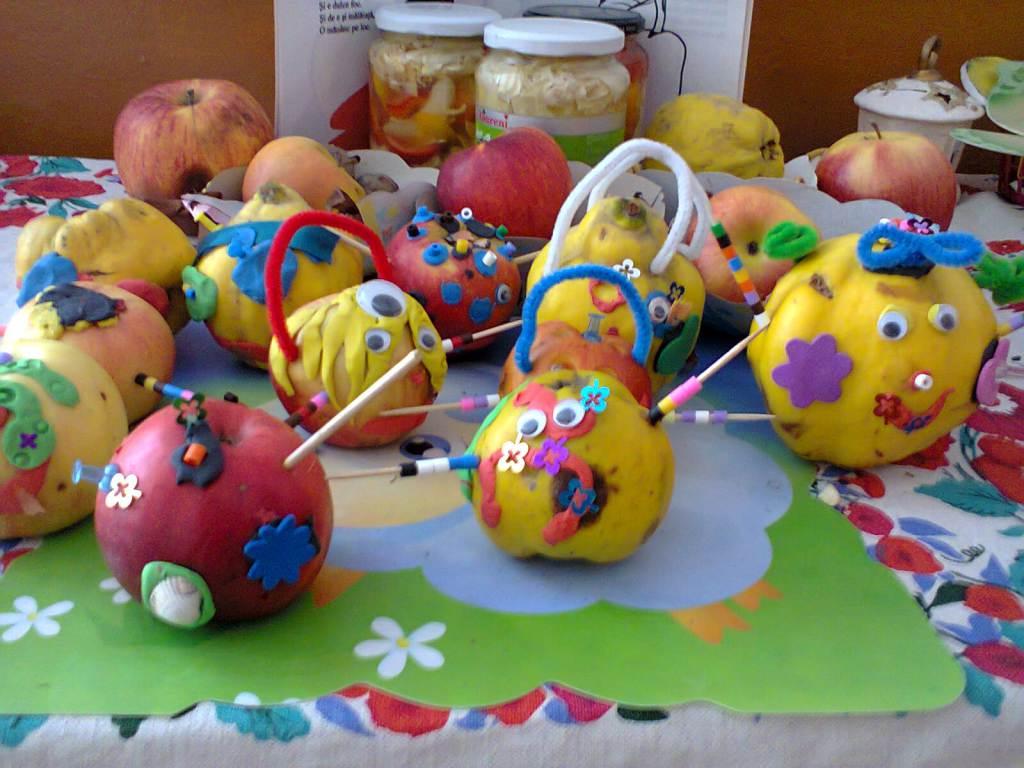 jucarii din fructe